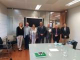 Los decanos, con la responsable andaluza de industria y energía en Sevilla.